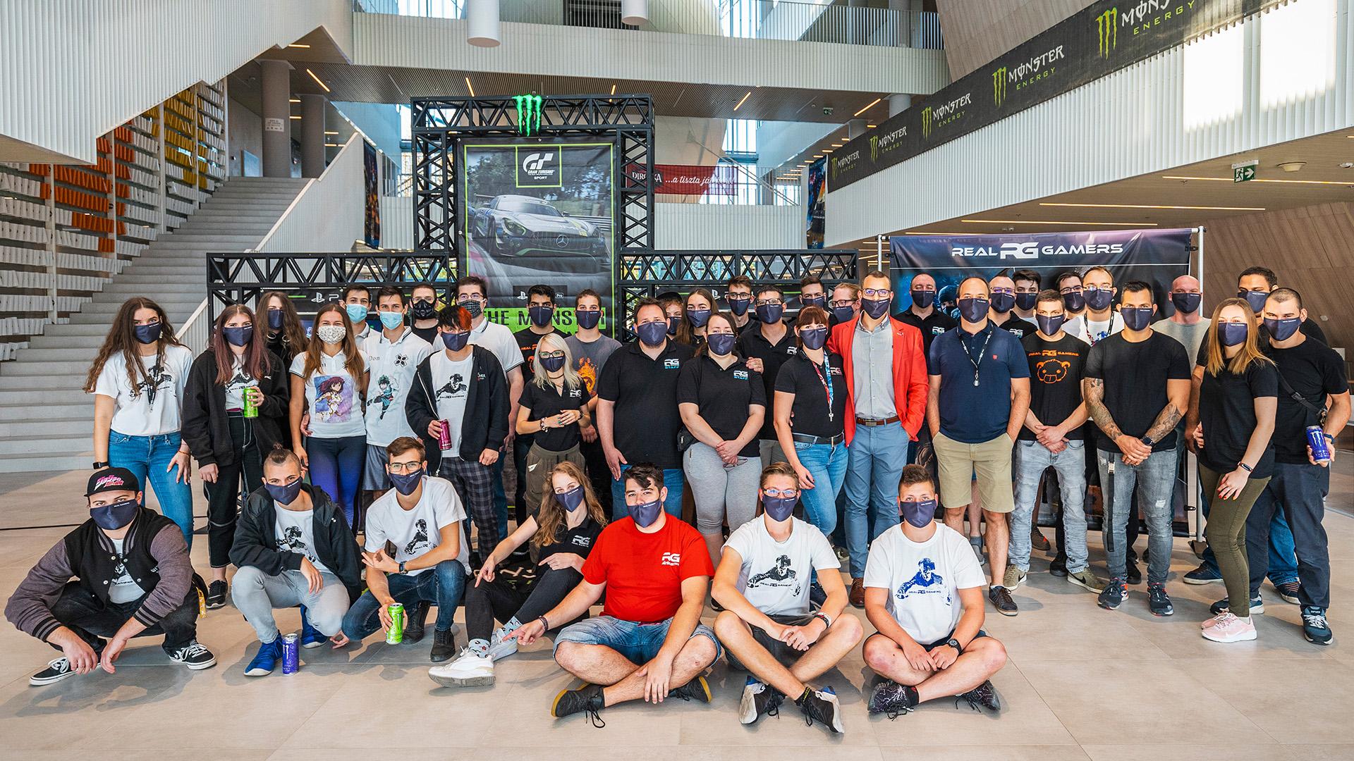 Real Gamers Team 2020.jpg